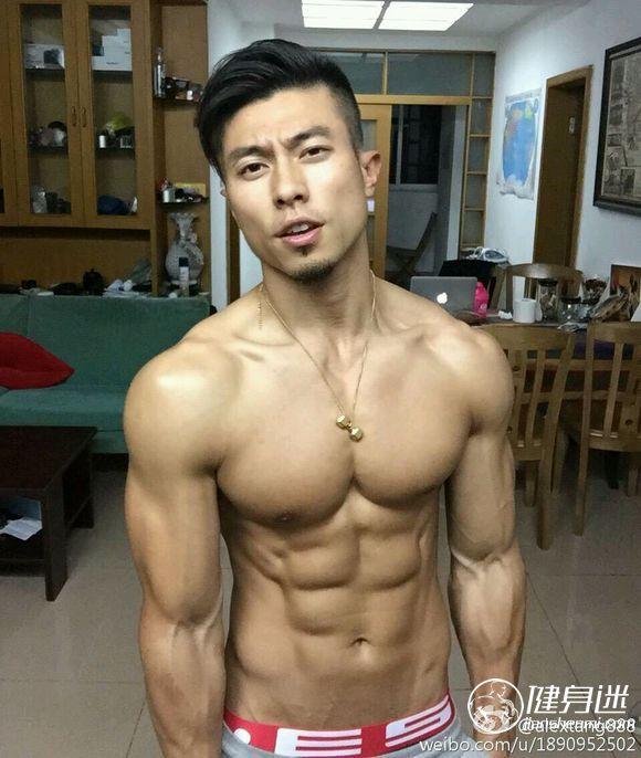 超级性感肌肉男模